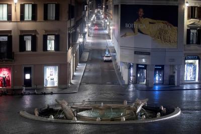 Italia cierra cines, teatros, bares y restaurantes
