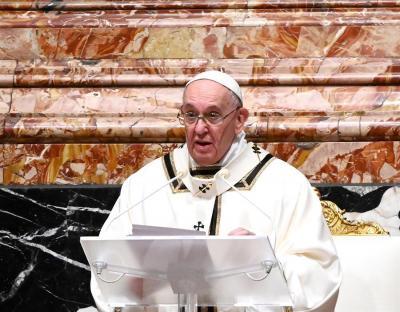 El papa pide un periodismo valiente y controles contra las noticias falsas