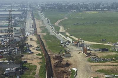 Construcción del muro fronterizo debe parar hoy