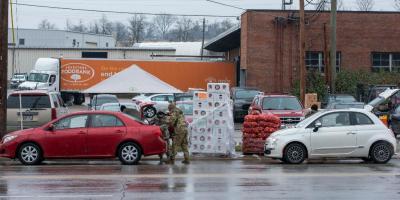 Bancos de alimentos siguen atendiendo a pesar del clima