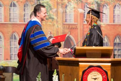 Otterbein University celebra graduación; valoran diversidad