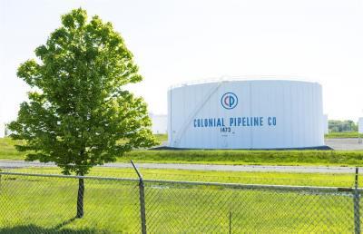 EE.UU. levanta exigencias medioambientales para asegurar el suministro de gasolina