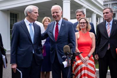 Biden anuncia un acuerdo para un plan de infraestructura de 1,2 billones de dólares