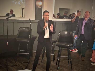 Durante visita a Cleveland, AOC habla sobre inmigración