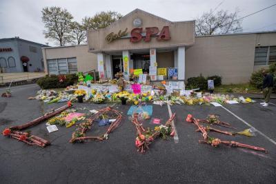 Joven acusado de una masacre en tres salones de masaje se declara culpable