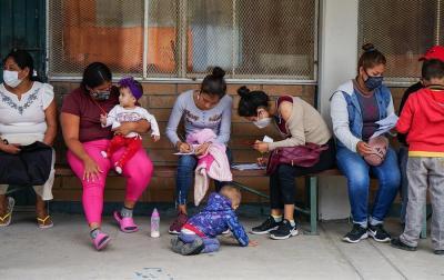Juez de EE.UU. prohíbe expulsar a familias migrantes sin dejarles pedir asilo