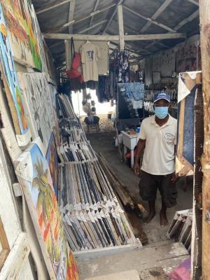 Vendedores informales en calles de Santo Domingo