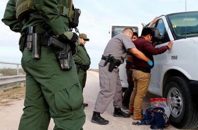 HRW denuncia más de 160 casos de mala conducta y abuso a migrantes en EE.UU.