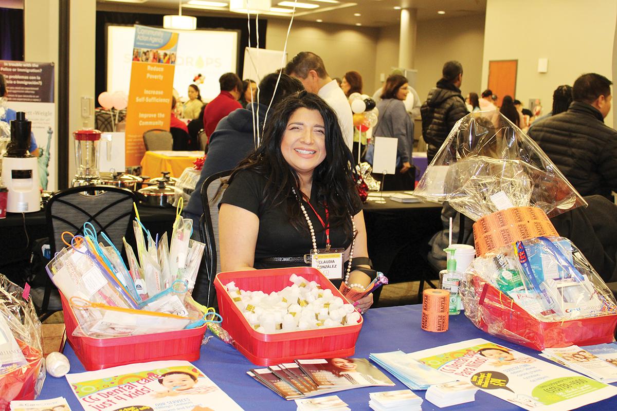 La Dra. Claudia González representando a CG Dental. (La Mega Nota/Elvia Skeens)